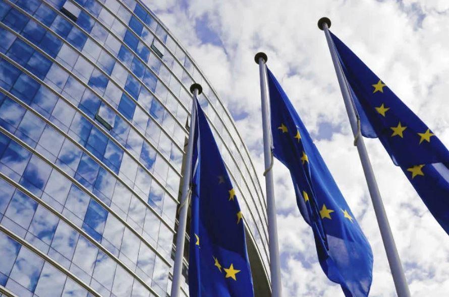 (Español) Publicación de las directivas sobre eficiencia energética, renovables y gobernanza de la Unión de la Energía